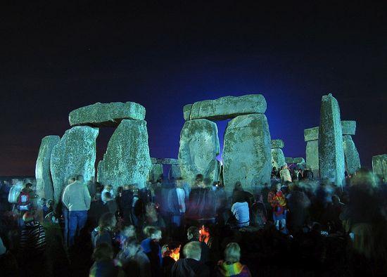 stonehenge_summer_solstice_550